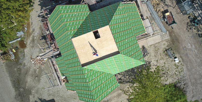 Dronebeeld dak met hoek- en kilkepers