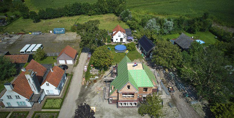 Dronebeeld vrijstaande woning in Klundert
